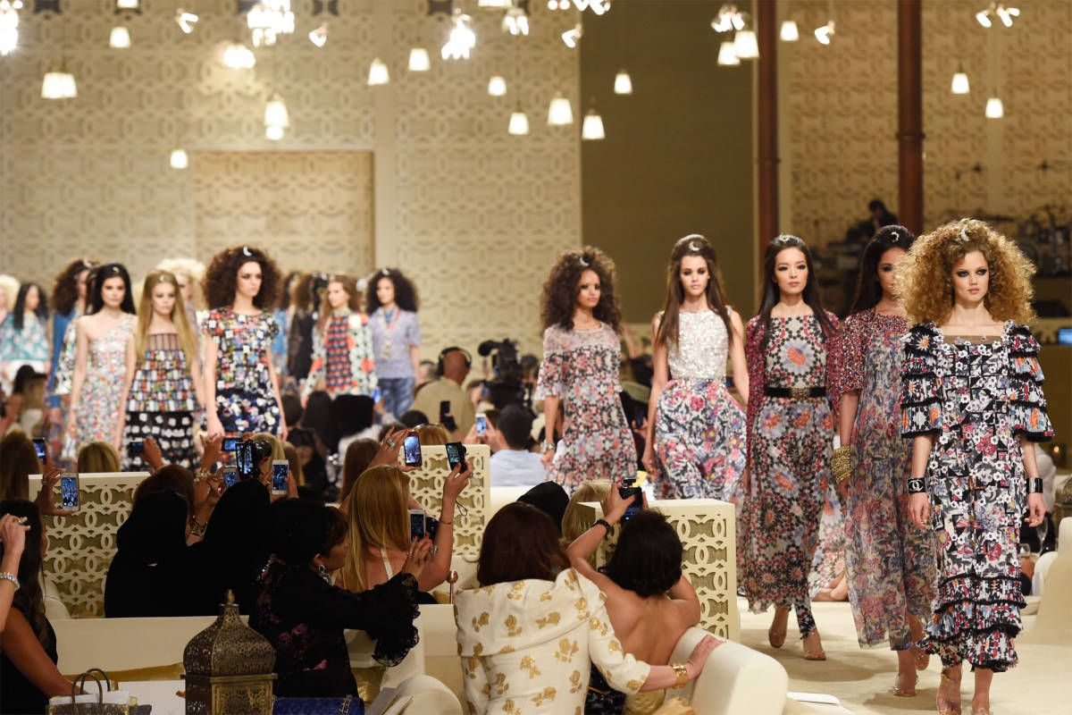 sàn diễn thời trang của Chanel 2015 ở Dubai