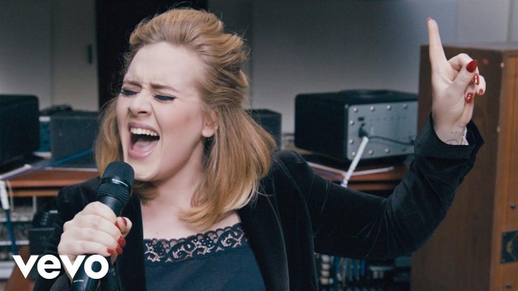 Hình ảnh Adele trong MV When We Were Young.