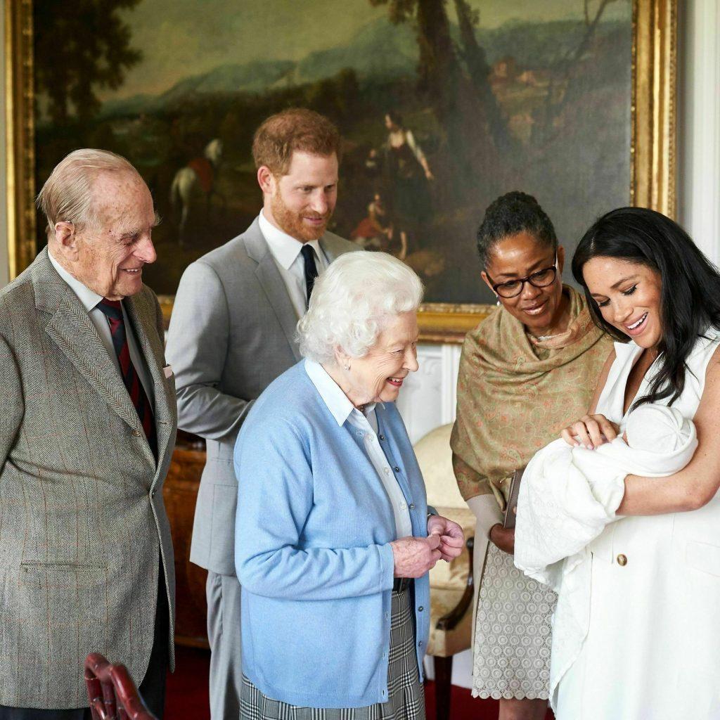gia đình hoàng gia và con của công nương meghan