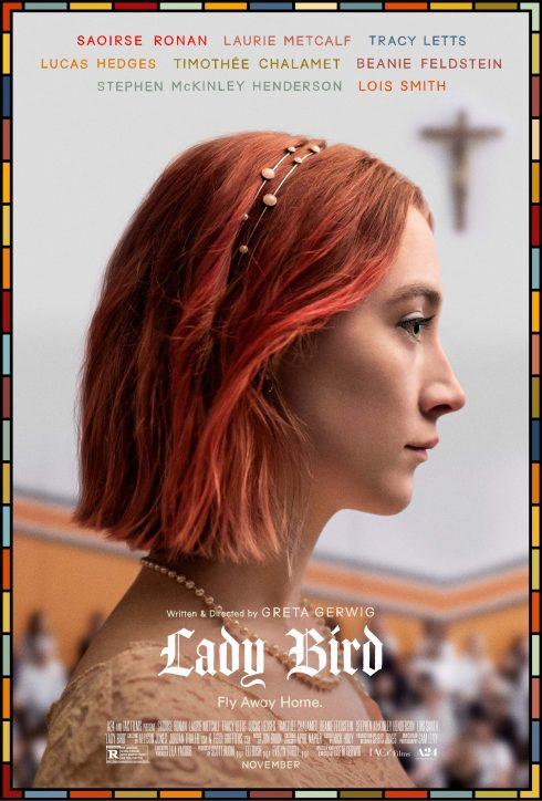 cô gái tóc đỏ nhìn ngang