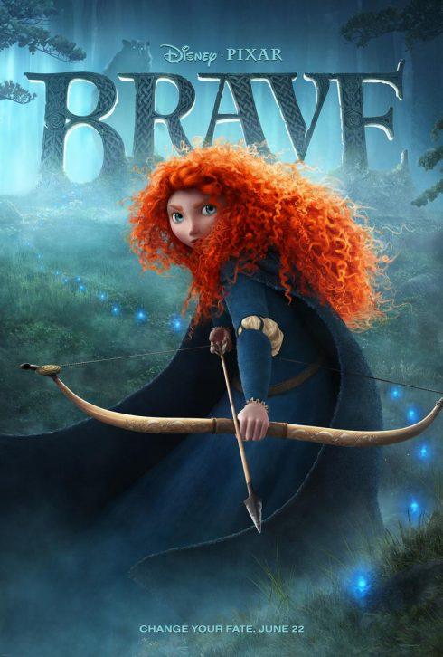 Cô gái tóc đỏ cầm cung tên