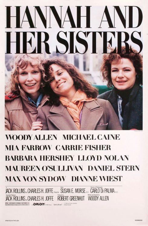 Ba người phụ nữ tươi cười cạnh nhau