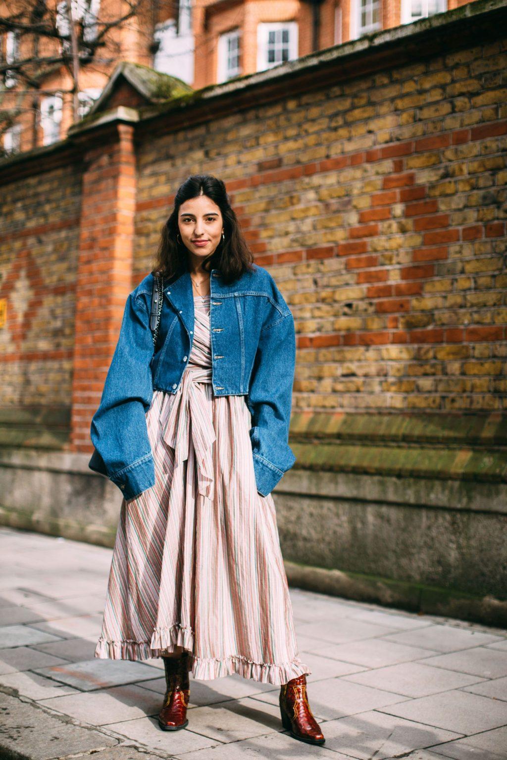thời trang vintage đầm sọc và áo khoác denim