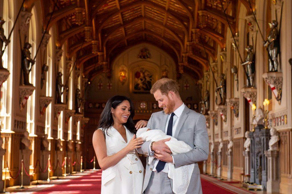 Meghan Markle và Hoàng tử Harry hạnh phúc bên con trai