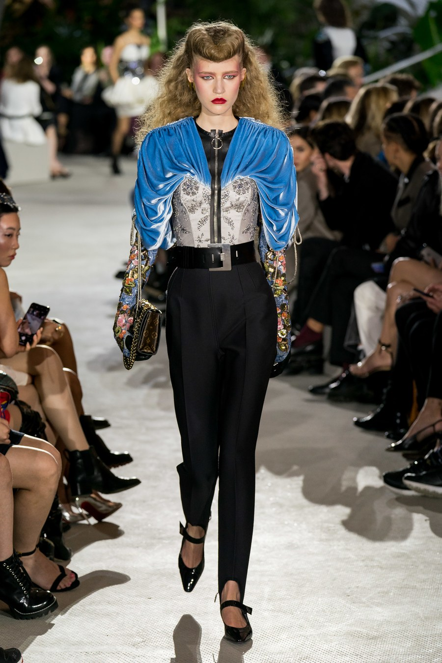bst louis vuitton cruise 2020 corset tay bồng