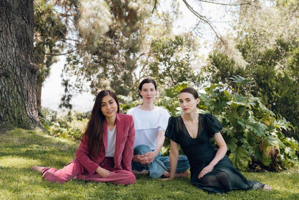 Sara Schloat và Chrys Wong, Rooney Mara đã cho ra đời thương hiệu thời trang bền vững cao cấp Hiraeth