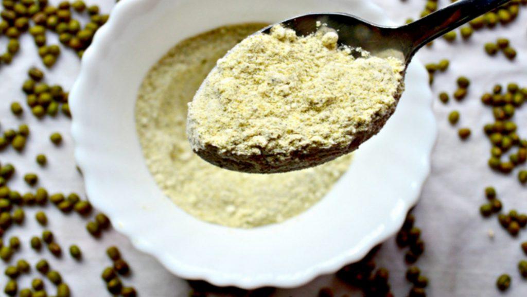 cách làm đẹp bằng bột đậu xanh và nước dừa