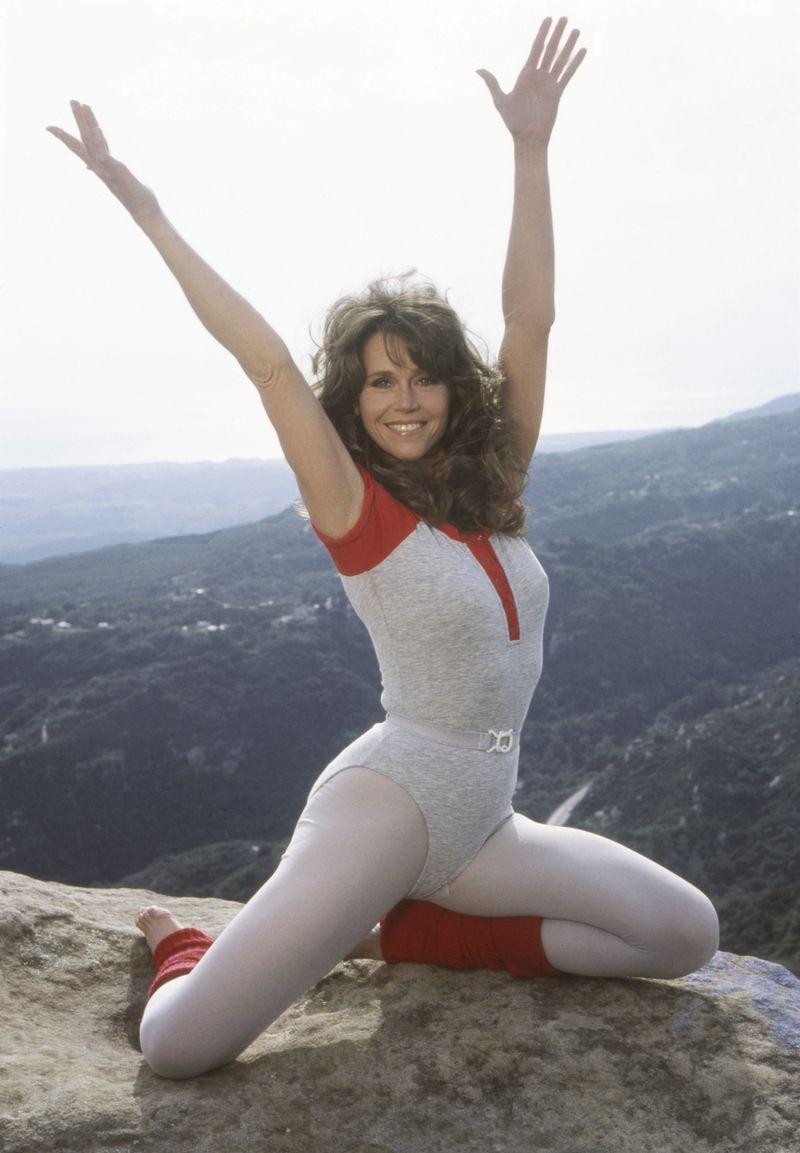 thiết kế thời trang leggings những năm 1980s đi liền với trào lưu aerobics