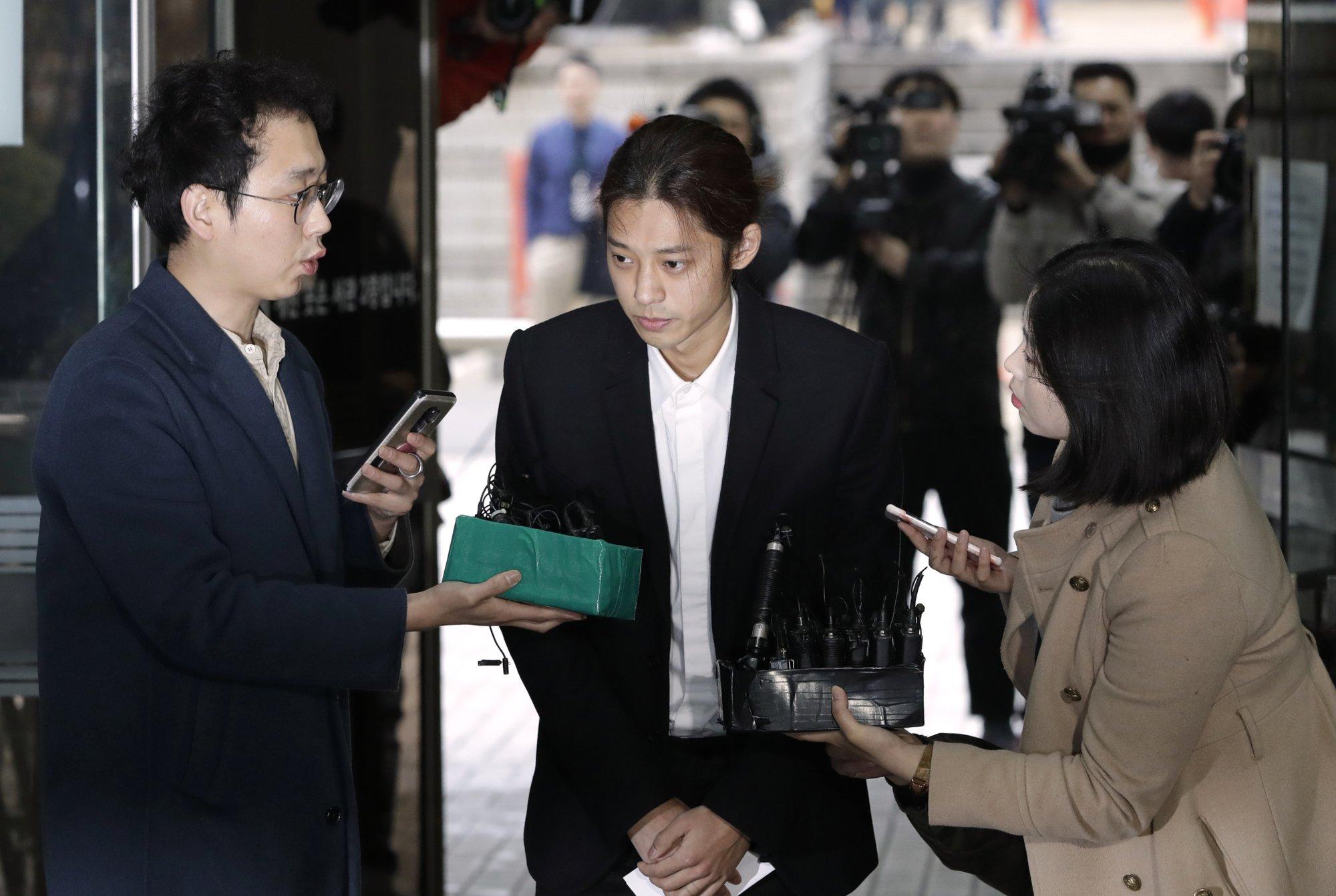 jung joon young tiếp nhận điều tra tại sở cảnh sát