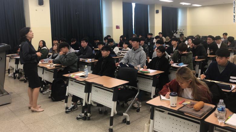 lớp học về tình yêu và tình dục ở đại học sejong hàn quốc chật kín sinh viên