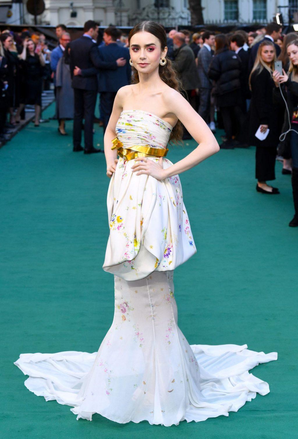 thời trang của lily collins trong buổi công chiếu phim tolkien