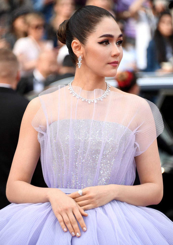 araya hargate diện đầm tím ombre ralph & russo và trang sức chopard trên thảm đỏ cannes 2019