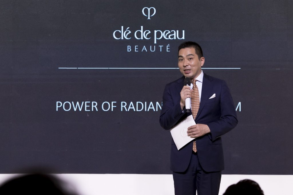 Clé de Peau Beauté - người đàn ông phát biểu