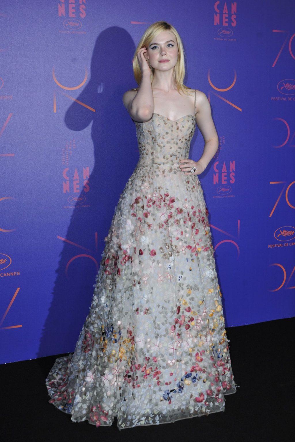 Elle Fanning diện đầm hoa Dior trong bữa tiệc Cannes 2017