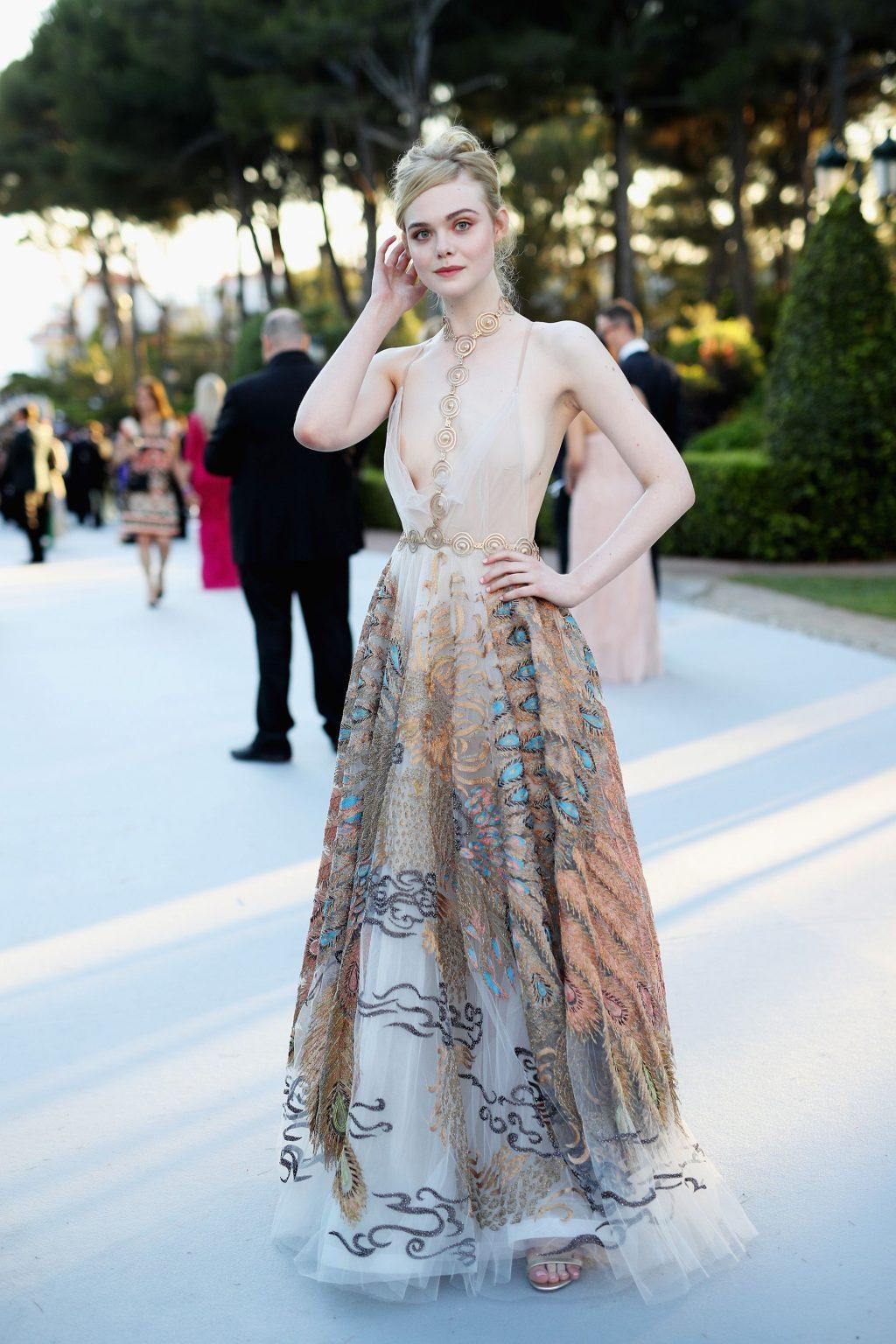 Elle Fanning diện đầm của valentino tại cannes 2016