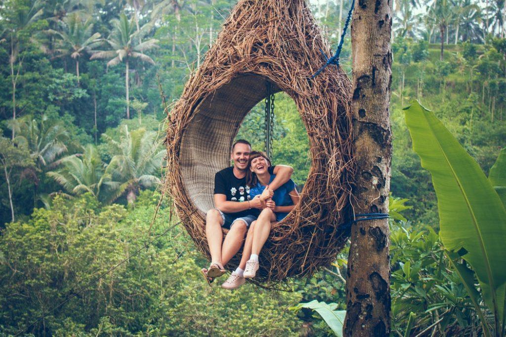 vợ chồng mới cưới tuần trăng mật ở bali