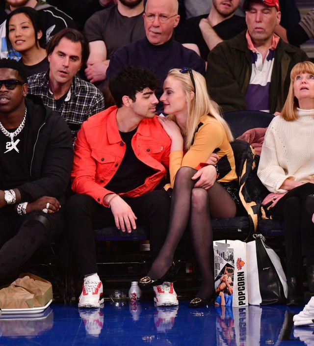 Joe Jonas và Sophie Turner cùng đi xem trận đấu