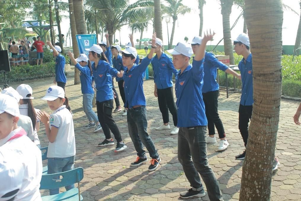 nhảy dân vũ khai mạc sự kiện