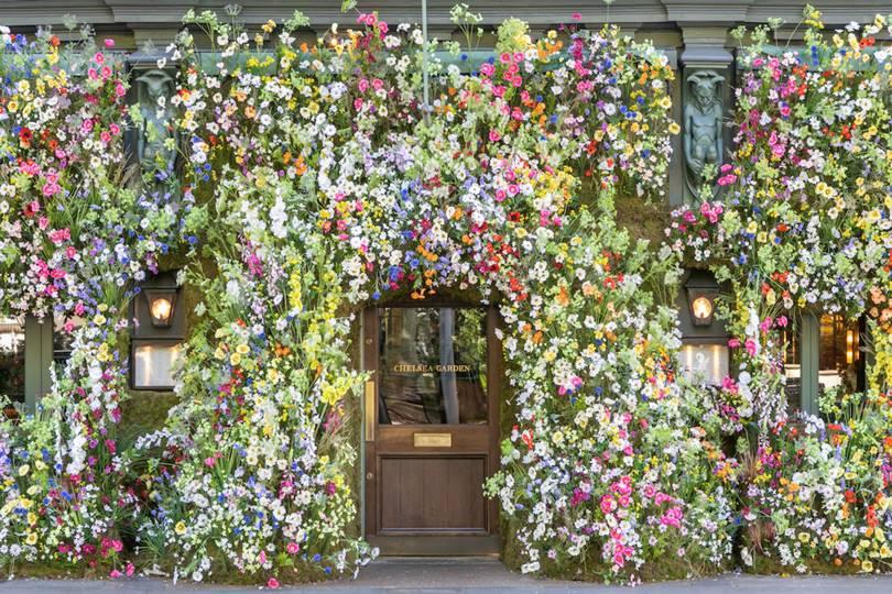 Cửa chính của The Ivy Chelsea Garden