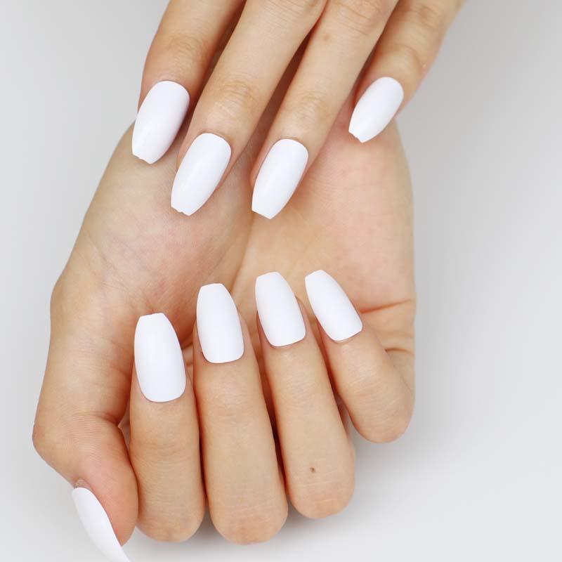 dáng móng tay giày ballet trắng