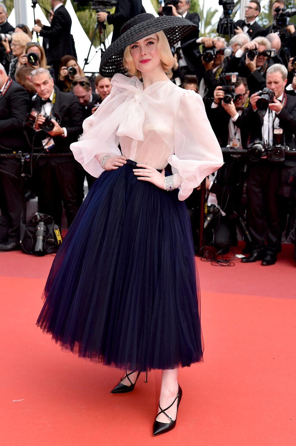 Elle Fanning diện váy may đo của thương hiệu Dior lấy cảm hứng từ BST New Look 1947 tại Liên hoan phim Cannes 2019