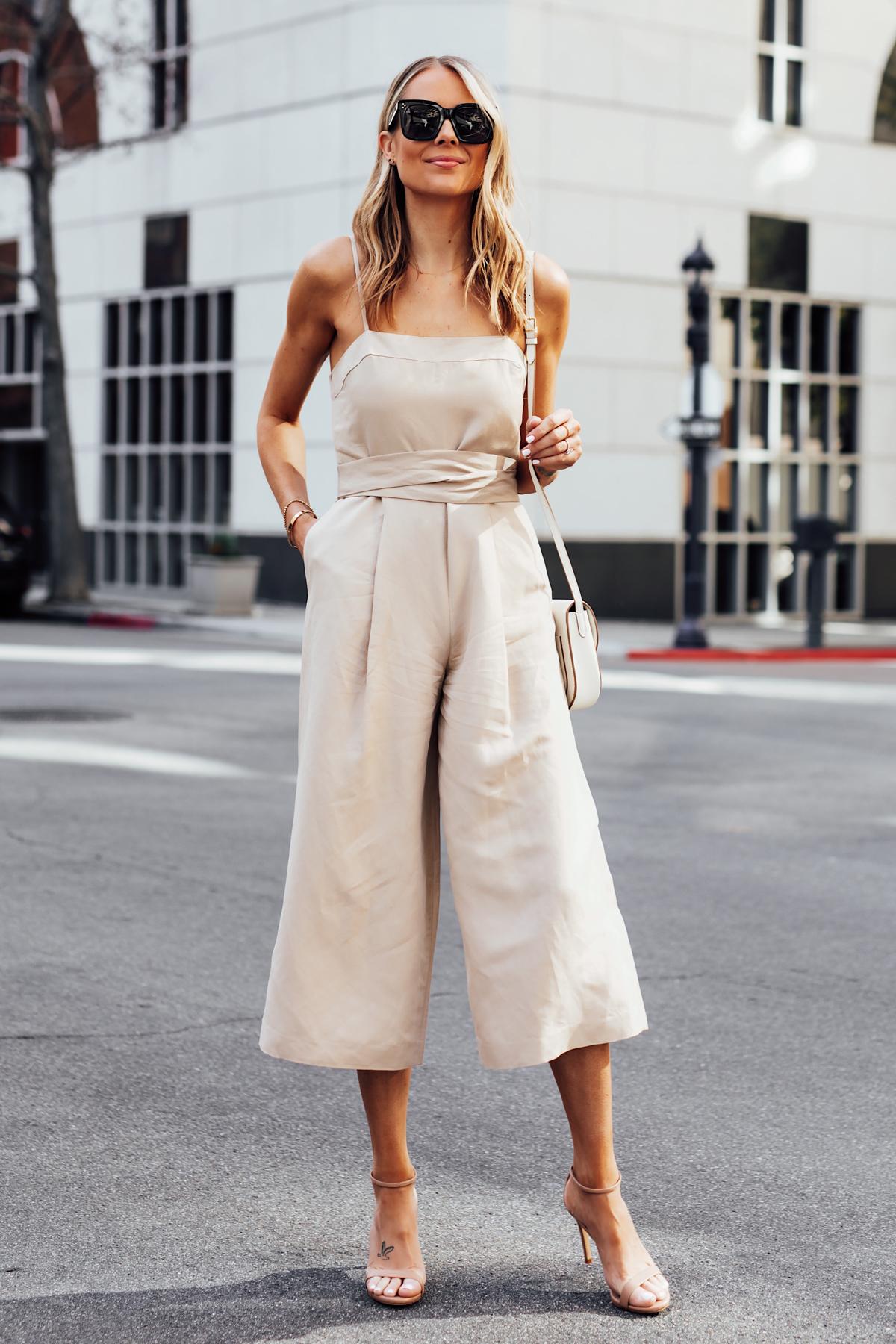 fashion jackson diện jumpsuit linen dạo phố