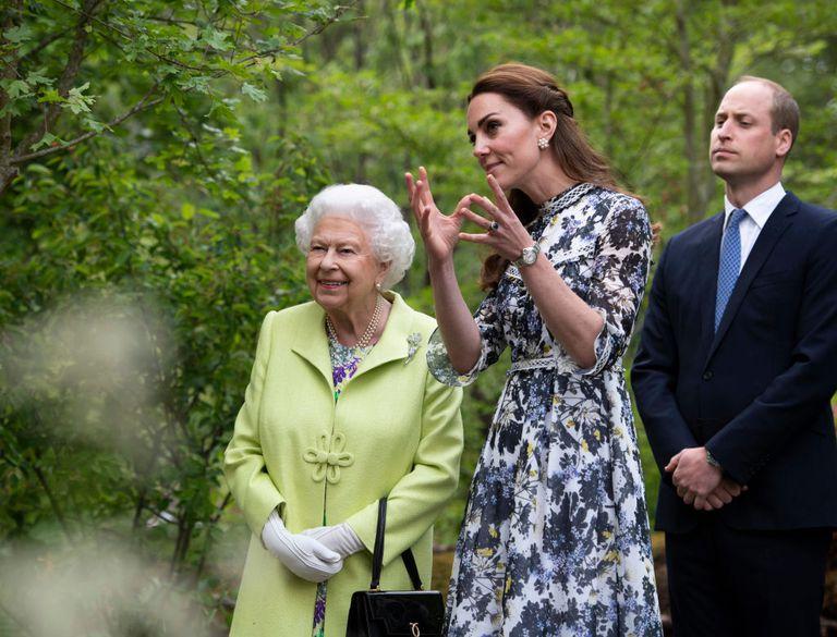 Kate Middleton giới thiệu khu vườn của mình với Nữ hoàng Elizabeth