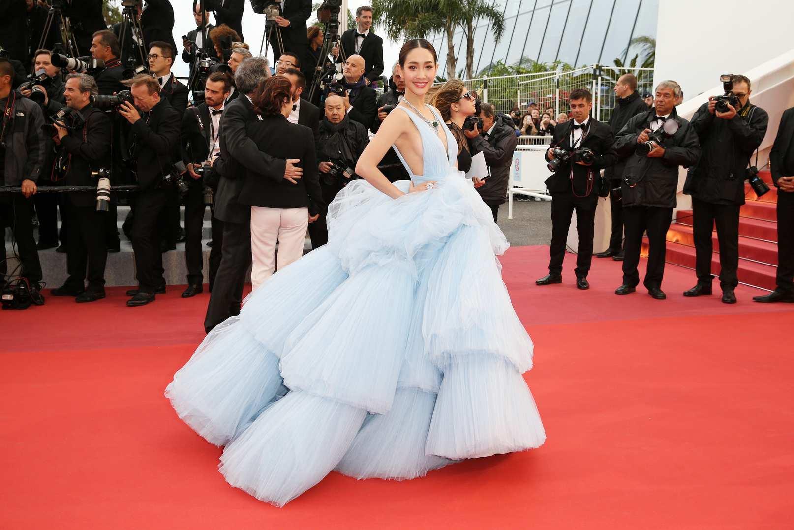 Min Pechaya diện đầm dạ hội xanh baby trên thảm đỏ Cannes 2019