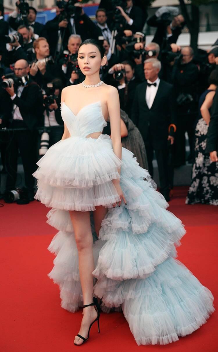 người mẫu Victoria's Secret Ming Xi tham dự sự kiện công chiếu Les Plus Belles Annees D'Une Vie tại LHP Cannes 2019