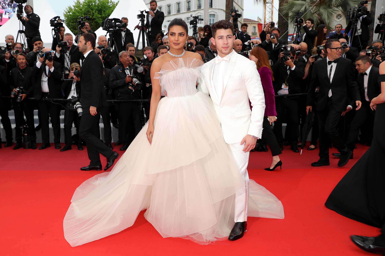 Priyanka Chopra và Nick Jonas trên thảm đỏ Cannes 2019 tại buổi công chiếu Les Plus Belles Annees D'Une Vie