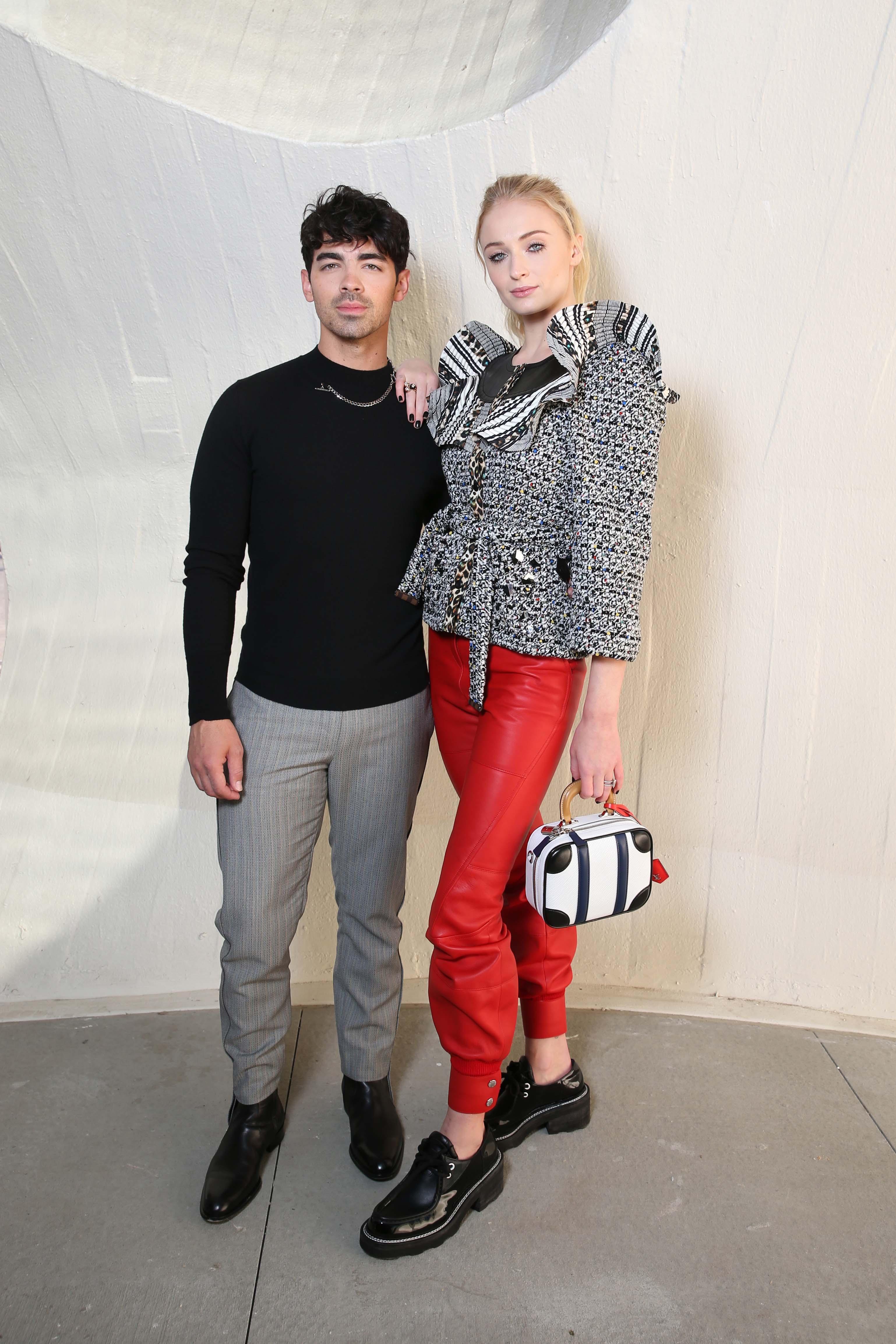 Sophie Turner và Joe Jonas túi Mini luggage