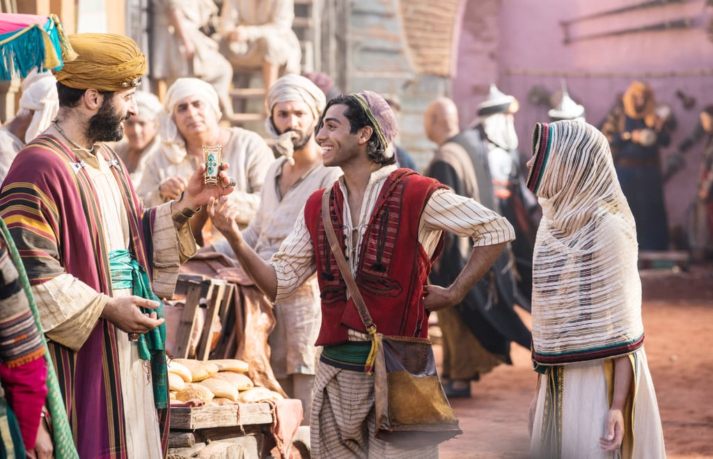 Aladdin trao đổi vòng tay của Jasmine
