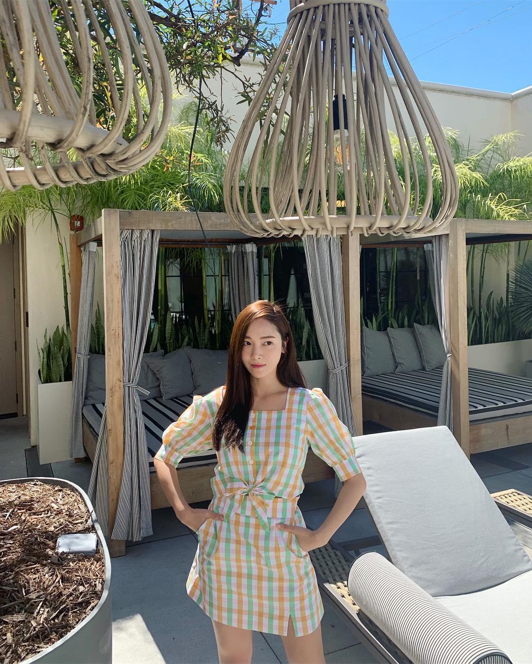 Jessica áo thun cổ vuông họa tiết ca rô
