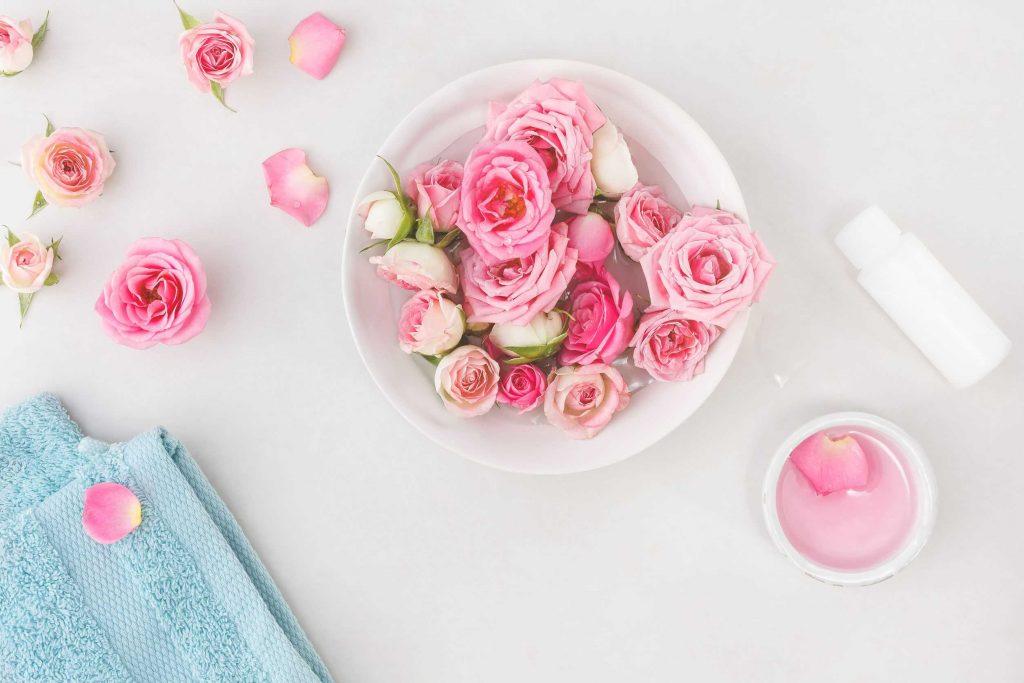 làm đẹp da bằng lá ổi và nước hoa hồng