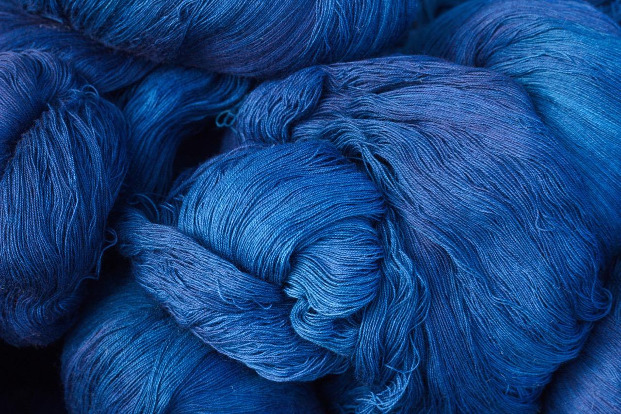 vải denim nhuộm màu xanh chàm