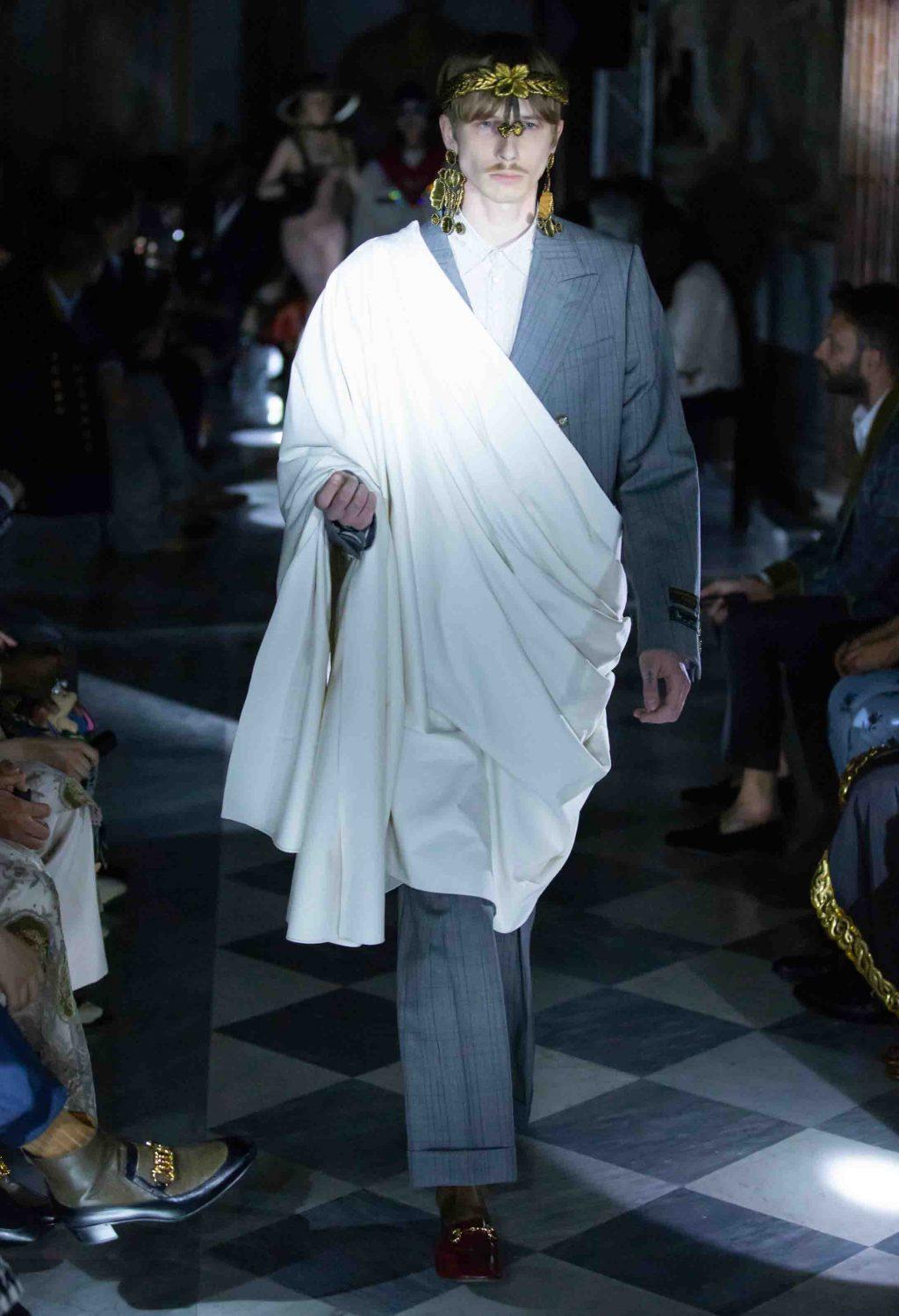 áo choàng và bộ suit kẻ ô dành cho nam