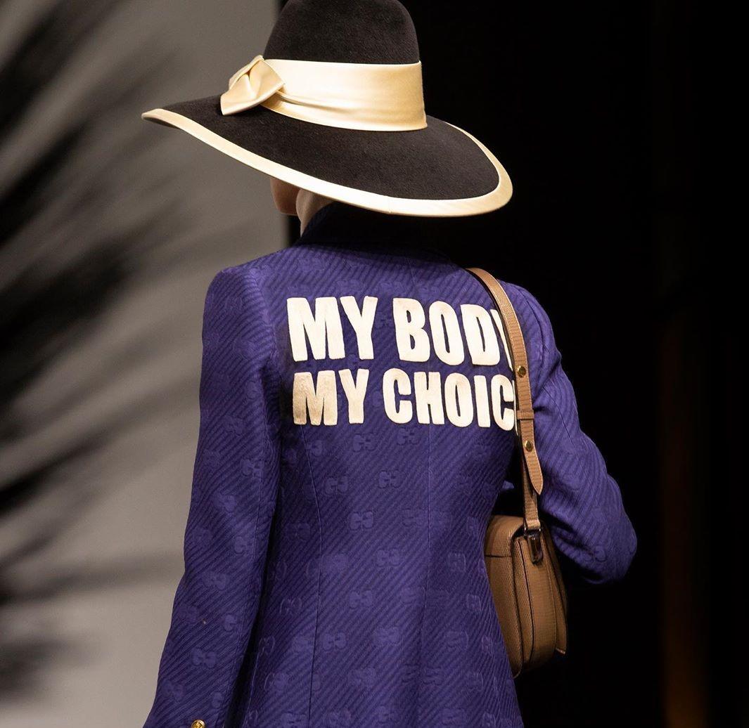 áo khoác in chữ My body my choice Gucci