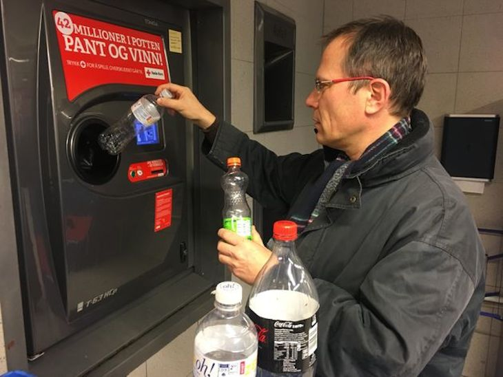 máy trả tiền chai nhựa ở na uy