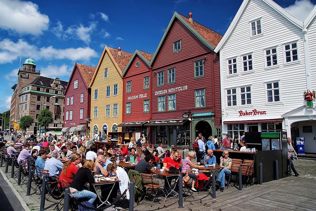 Quán cà phê đông đúc ở Bergen