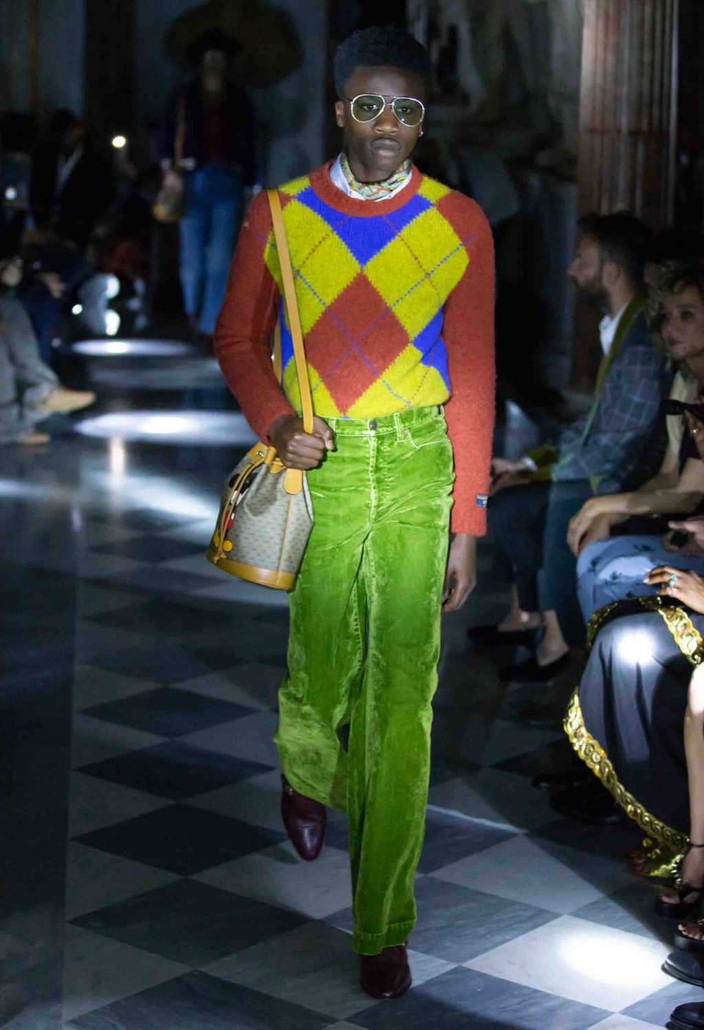 trang phục lấy cảm hứng từ thập niên 70