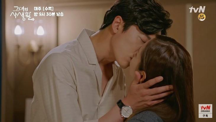 cảnh hôn her private life