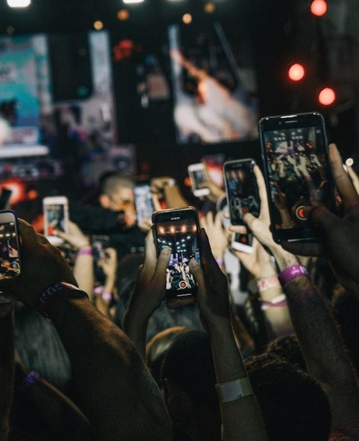 dùng điện thoại ghi hình concert