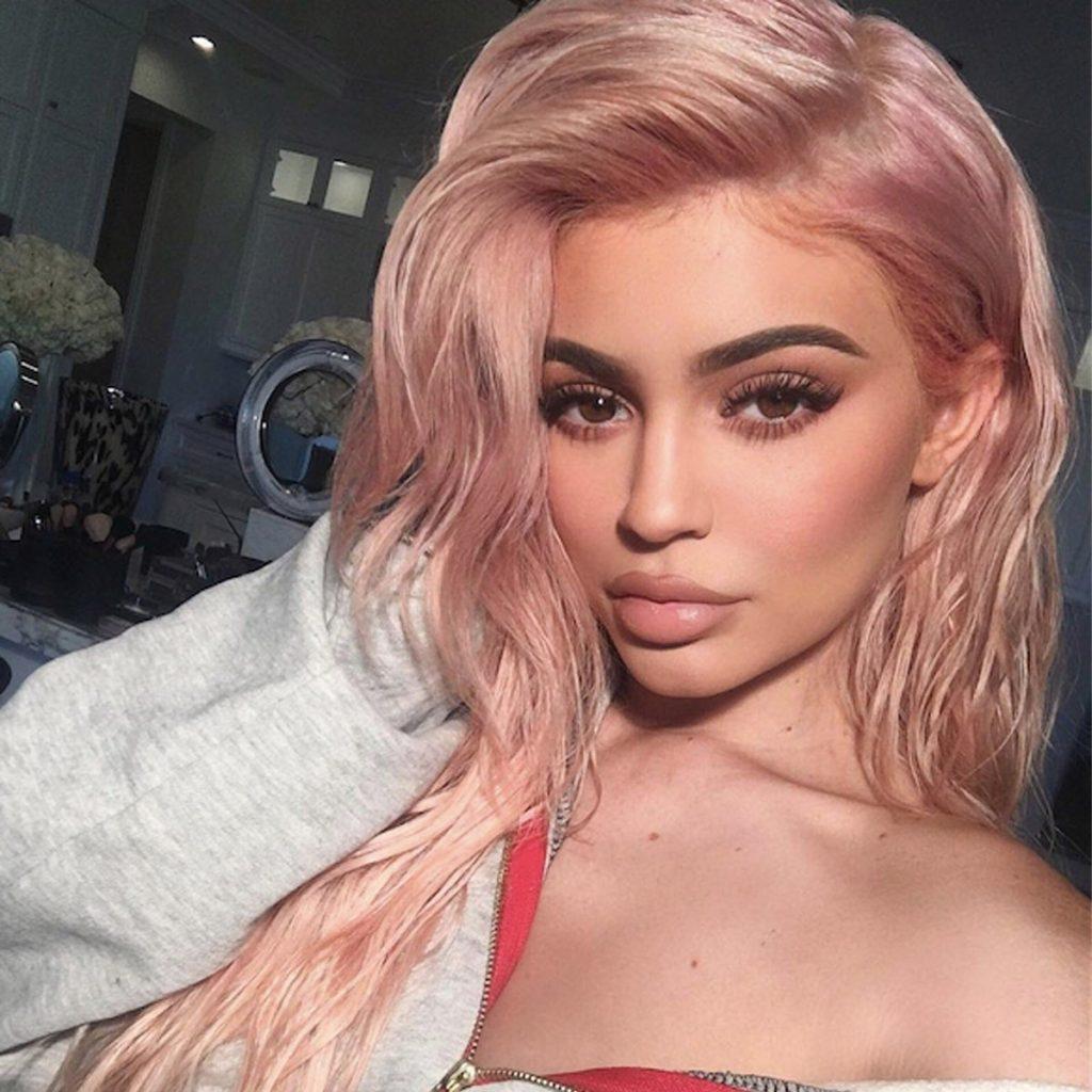 kylie jennner màu tóc đẹp hồng sáng