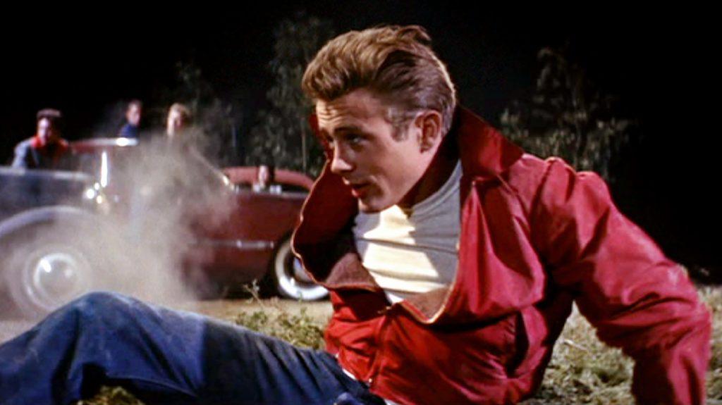 james dean diện quần jeans và áo khoác đỏ