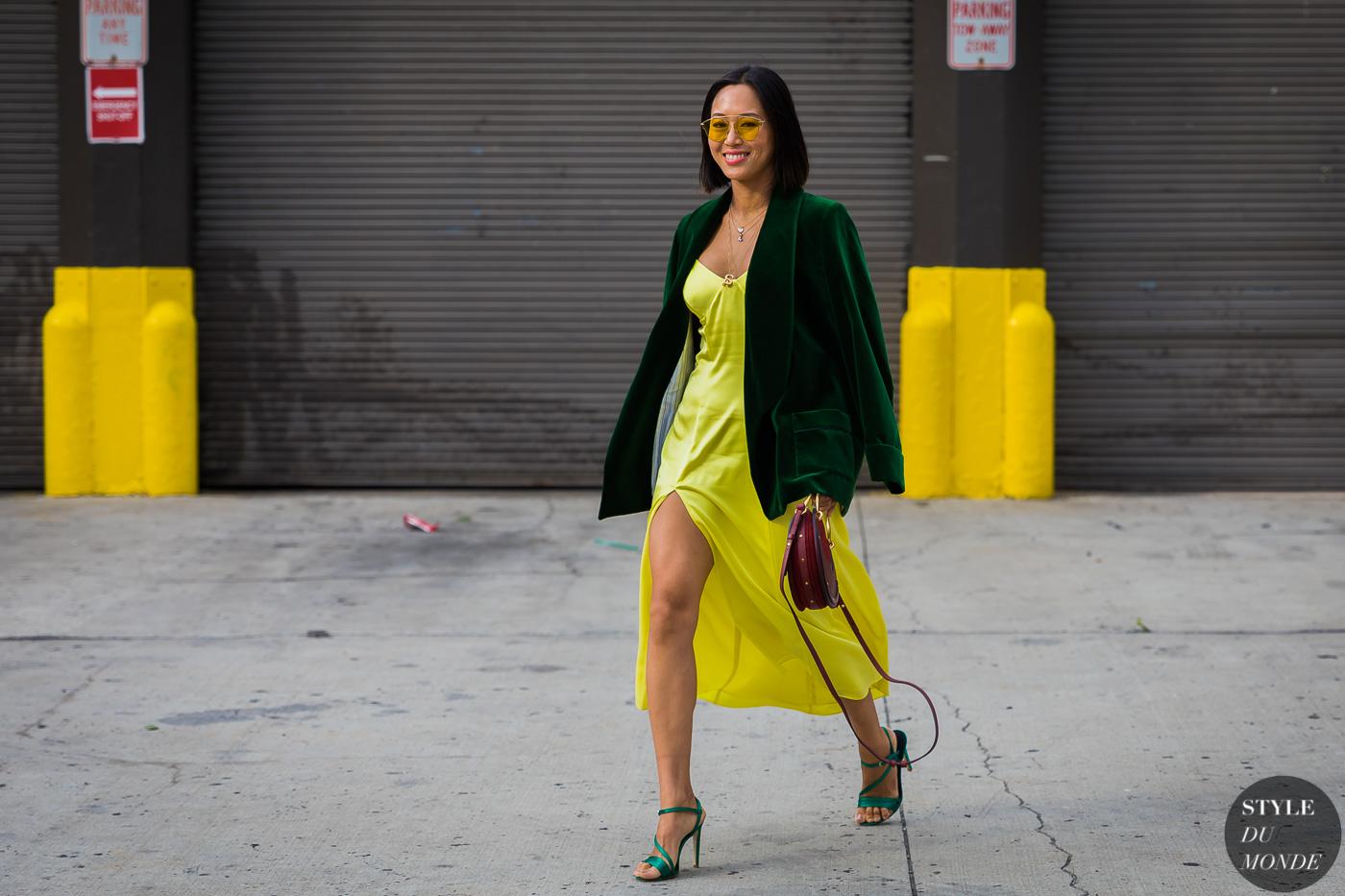 tín đồ thời trang Aimee Song tự tin diện blazer xanh rêu, đầm xẻ tà vàng