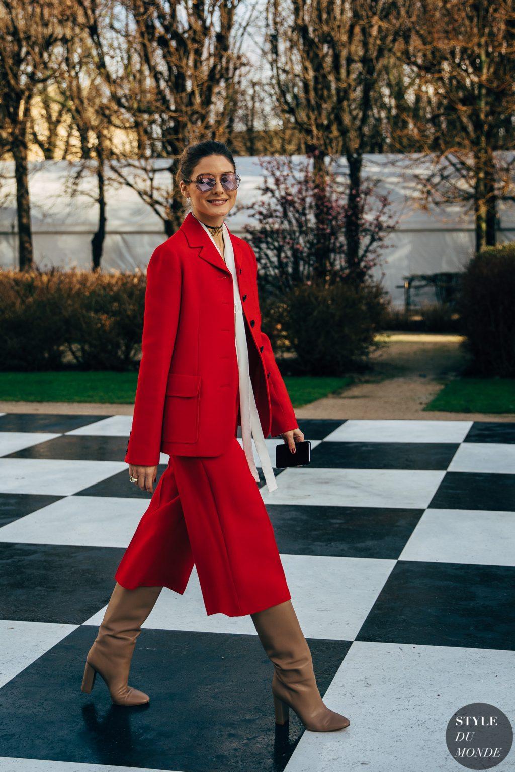 tín đồ thời trang Olivia Palermo diện blazer, quần cullotes đỏ