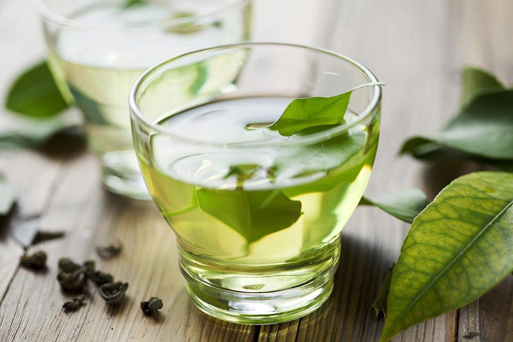 ăn uống lành mạnh - ly trà xanh