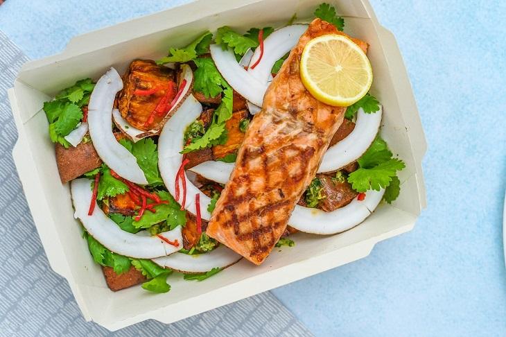 ăn uống lành mạnh - salad cá hồi