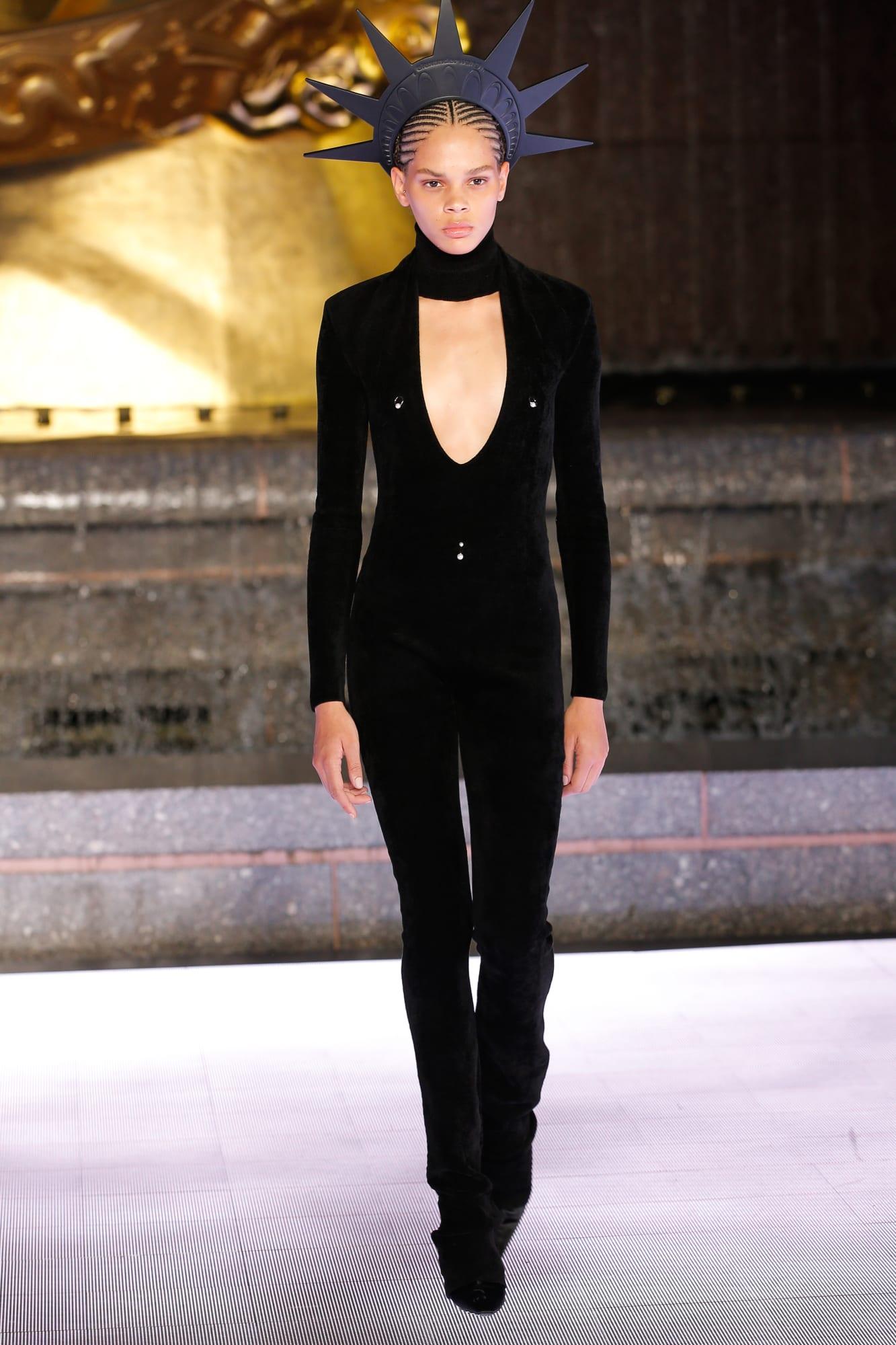 bộ catsuit và băng đô nữ thần tự do BST Alexander Wang 2020