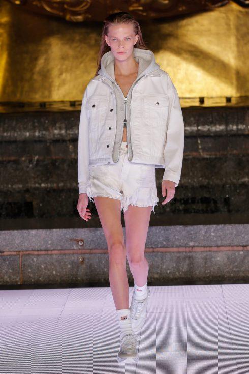 <br/>áo khoác lửng và quần shorts